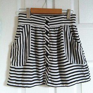 F21 Black and White Striped Skirt pockets